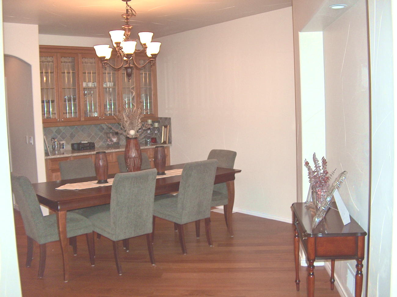 Photo of Dining Room Before Staging